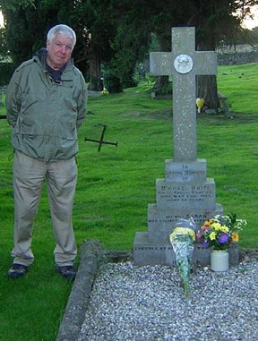 Paul White at Michaels Grave.jpg